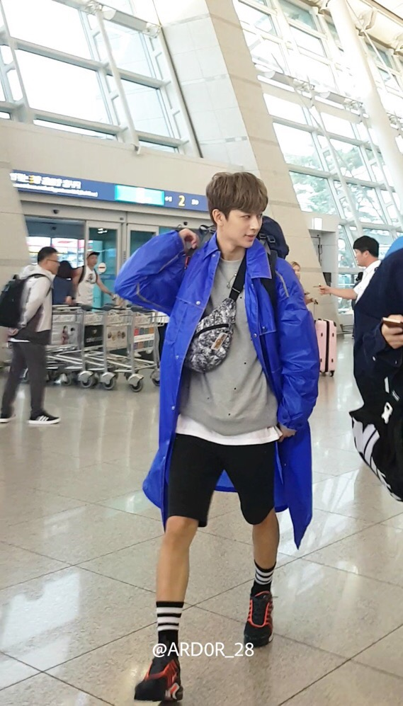 Yunhyeong's Visuals Praised Unanimously by Media after Airport Appearance