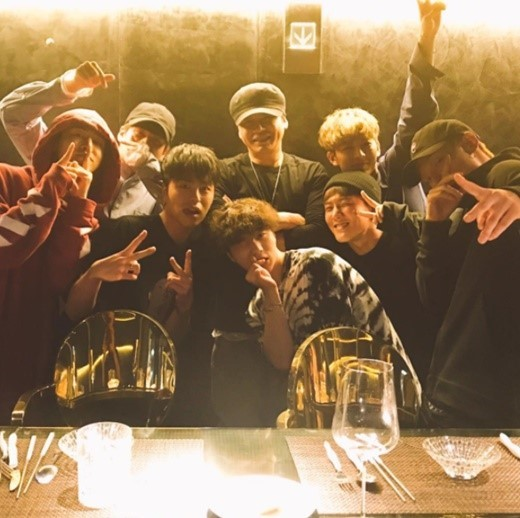 iKON surprises Yang Hyunsuk with cake for his birthday